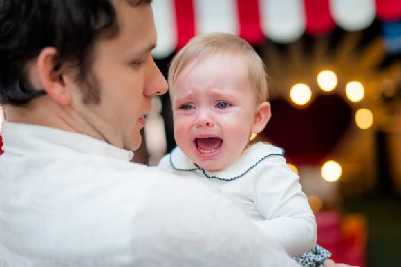 """4개월 아기 아빠의 후회 """"디즈니랜드만 안 갔어도.."""""""