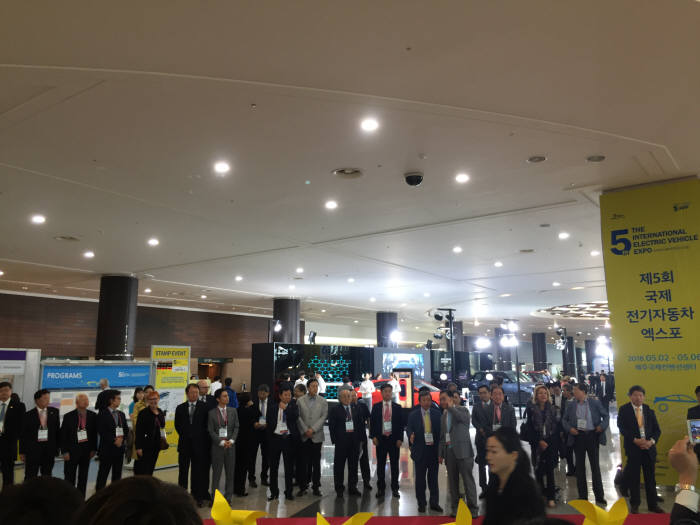 3일 간격으로 제주·서울 각각 전기차 행사..車업계 '멘붕'[옥션슬롯머신|최신스톰껨]