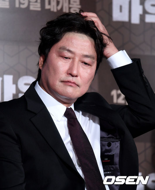 <p> Actor Kang-Ho Song Go 19 am Seoul Jayang-Dong Lotte Cinema building will open in the movie Drug King (Director We Ho) Production report society to attend by covering with the question of listening.</p>
