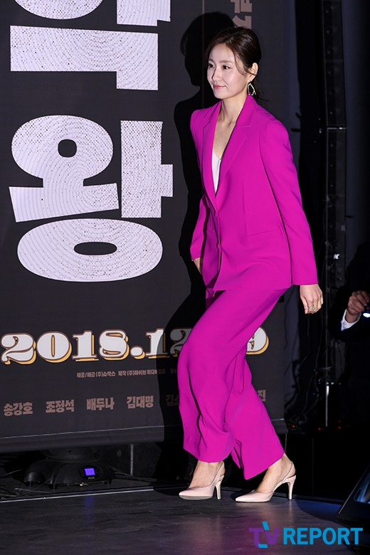 <p> Actress Kim So-jin, this 19 am Seoul with Lotte Cinema Konkuk is a furniture store open in the movie Drug King(Ho Director) and to attend the meetings.</p><p>Song Kang-Ho, Jo Jung-Suk, Bae Doona, Kim, Dae, Kim So-jin, Lee Hee-Joon, Jo Woo-jin is the nature of the Drug Kingis a Drug can help when the Patriot was in the 1970s, the fundamental no smugglers legendary Drug King this old story is the movie within the month 19 opening.</p>