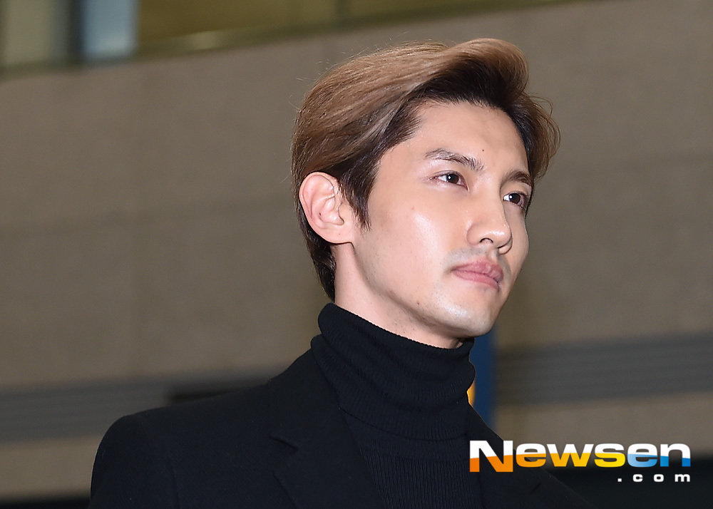 <p>Group TVXQ 11 November 25 afternoon in Japan, and Incheon Jung-GU Incheon International Airport through the Entrance.</p><p>This day, TVXQ Changmin the Entrance to Golden Gate Bridge,.</p>