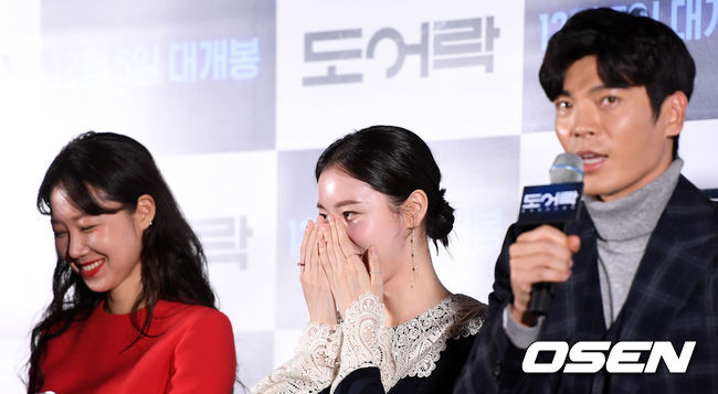 <p> 26 afternoon, Jung-GU, Seoul Megabox Dongdaemun branch in the movie Door Lock press premiere was held.</p><p>Actress Gong Hyo-jin and Kim Ye-won this Kim Sung-oh of listen and smile and act and</p>