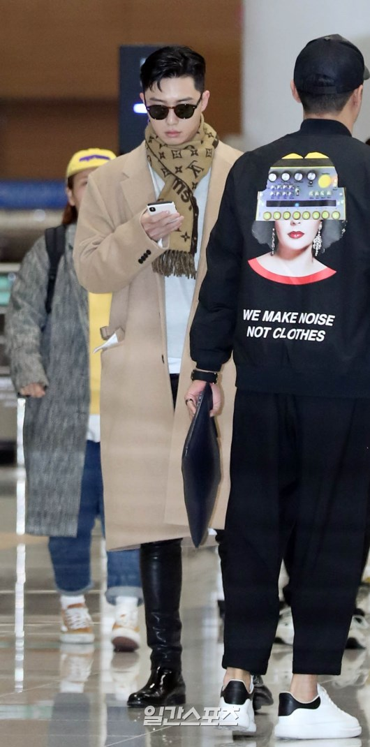 <p>Park Seo-joon this of fans cheered and the Arrival point to get out.</p>