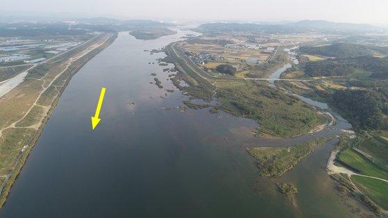 한강 이포보 개방 전 양화천 합류부 모습. [사진 환경부]