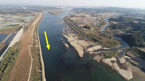 한강 이포보 개방 후 양화천 합류부 모습. [사진 환경부]