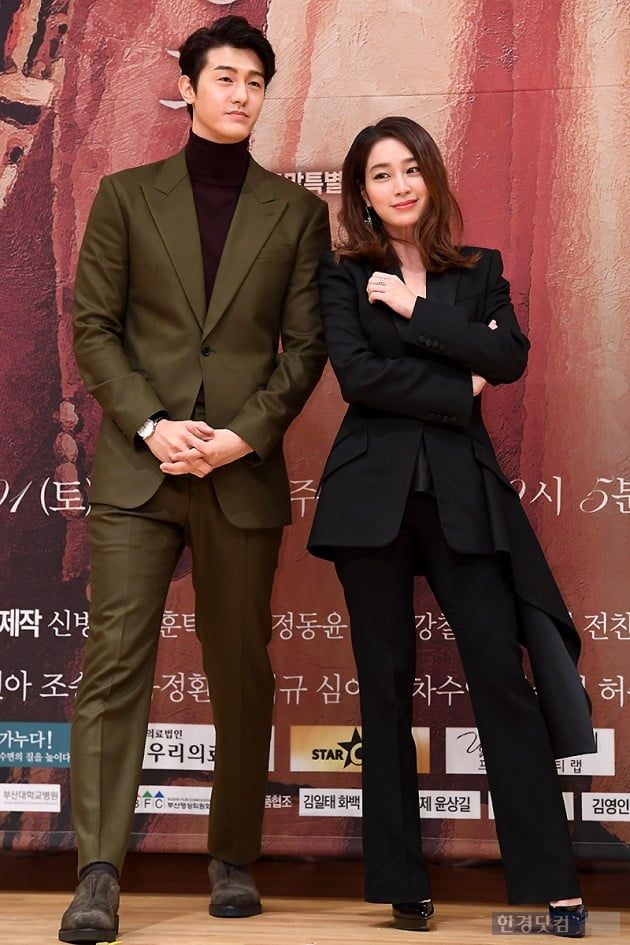 <p>Actor Lee Ki-woo, Lee Min-jung this 30 afternoon Seoul MOK-Dong SBS open in a new weekend drama, The Fate and the Fury(a steel heroes, rendering the margins) making presentations attending for photo time.</p><p>Week Sang-Wook, Lee Min-jung, Hyun, Lee Ki-woo, Yun school applause, such as starring the fate and the Furyis destined to change one man to Love Rain one woman and Fate line know that woman Love Rain men, for the purpose of men to women and revenge in the car and woman back to a man four men staggered that Love Rain and rage our passions melodrama coming 12 October 1, the first broadcast is scheduled.</p>