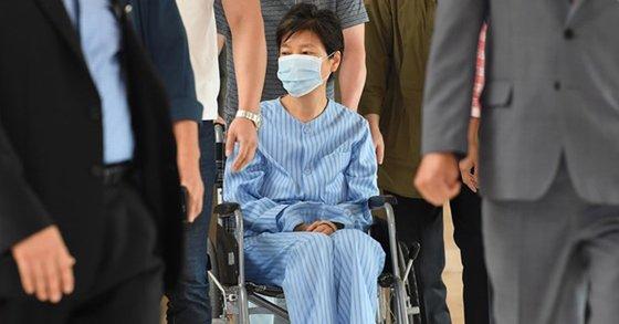 박근혜 전 대통령이 서울성모병원에서 진료를 받던 지난해 8월 30일 모습 [연합뉴스]