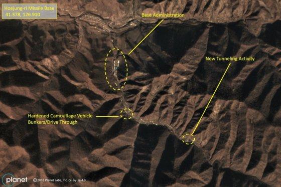 미들버리 국제연구소가 5일 공개한 위성사진에서 양강도 김형직군 회정리에 있는 대륙간 탄도미사일(ICBM) 기지에 터널 등 건설공사가 진행 중이다.[미들버리국제연구소/PlanetLabs]