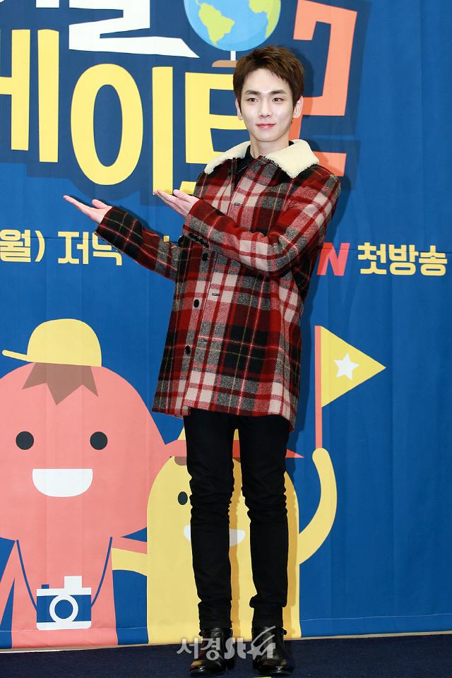 샤이니 멤버 키가 tvN 예능 '서울메이트2' 제작발표회에 참석해 포토타임을 갖고 있다.