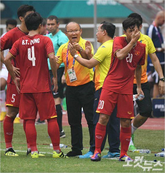 박항서 감독이 이끄는 베트남 축구대표팀은 2008년 이후 10년 만에 처음으로 동남아 축구의 최강을 가리는 스즈키컵 결승에 진출했다. 베트남의 결승 상대는 조별예선에서 승리했던 말레이시아라는 점에서 우승 기대감은 더욱 커졌다.(노컷뉴스DB)