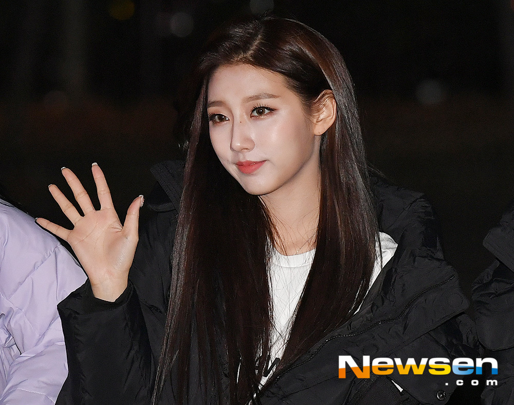 <p>KBS 2TV 'Music Bank' Replay this 12 October 7 am Seoul Yeongdeungpo-GU Yeouido KBS new building public hall in progress.</p><p>This day, Lovelyz performing this pose.</p>