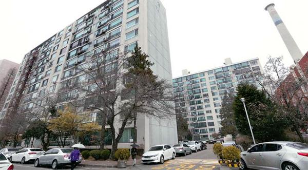 최근 재건축 부담금에 대한 이견을 좁히지 못해 재건축이 지연되고 있는 서울 송파구 잠실동 잠실우성 1·2·3차 아파트 전경.  [매경DB]