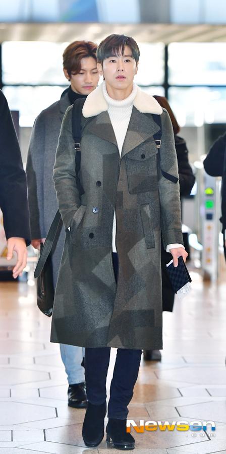 <p>TVXQ(Yunho, Changmin),'TVXQ Live Tour 2018~tomorrow~ (TVXQ LIVE TOUR 2018~TOMORROW~' performances car 12, October 10, Afternoon Seoul Gangseo way car Gimpo International Airport through Airport fashion, and departure.</p><p>This day, TVXQ(Yunho, Changmin)to the departure heading.</p>