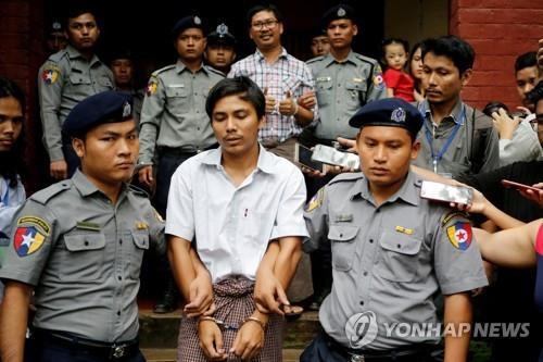 로힝야 학살 사건 취재 도중 체포돼 중형을 받은 로이터 통신 기자들 [로이터=연합뉴스 자료사진]
