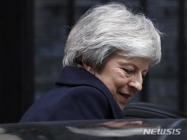 "BBC,""메이 총리 5시간 뒤의 투표 앞서 신임 과반선 158표 이미 얻어""[펜싱? 토토|스마크 토토]"