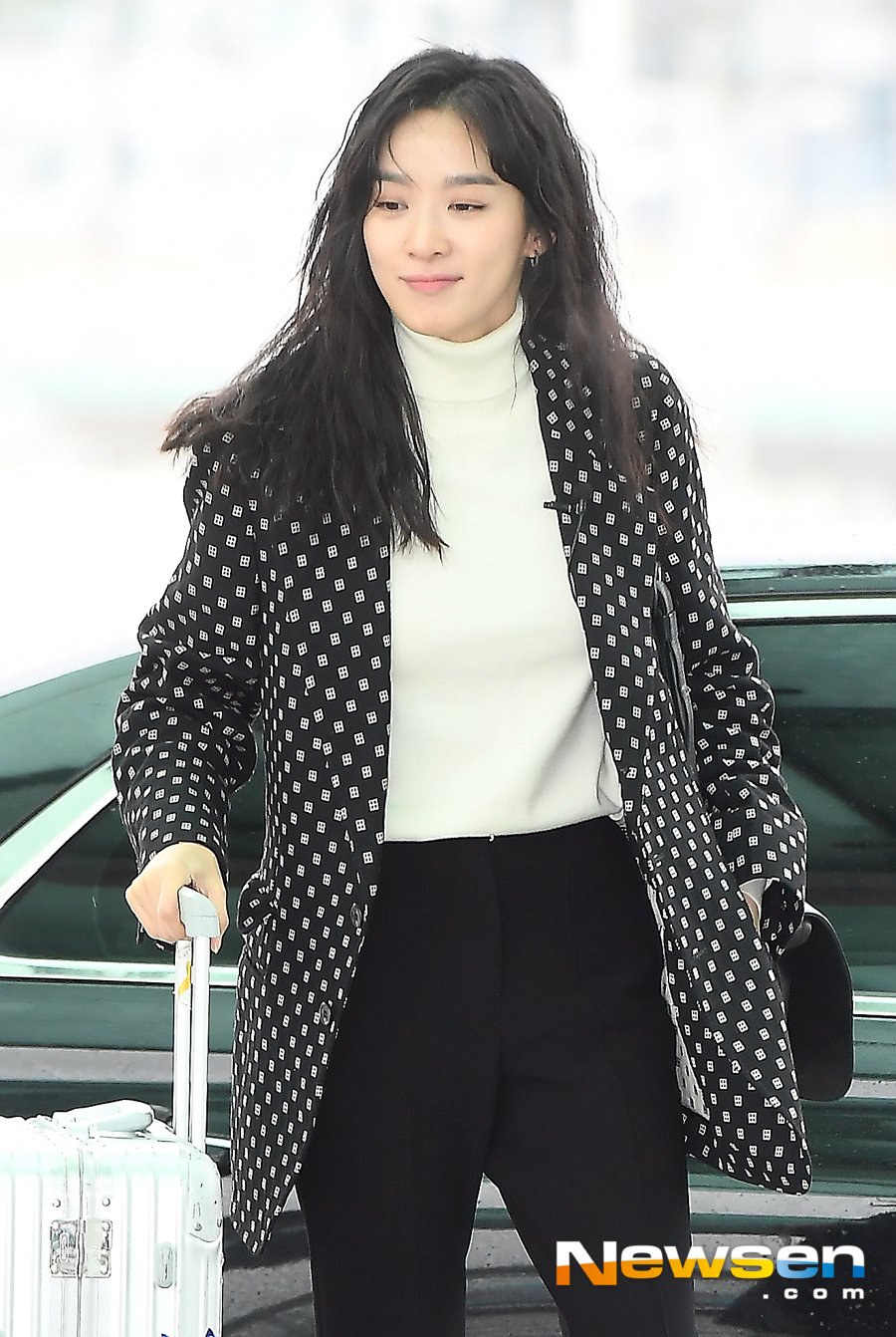 <p>Actress Lee Chung-ah going overseas schedule tea 12 13 am Incheon International Airport through Airport fashion, and Taiwan into the United States.</p><p>This day, Lee Chung-ah and the departure heading.</p>