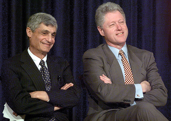 ⓒAP Photo 1997년 미국 정부는 한국을 국가부도 상태로 몰아붙였다. 로버트 루빈 재무장관(왼쪽)과 클린턴 대통령.