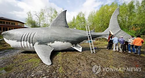 독일 뮌헤하겐 공룡공원에 전시된 실물 크기의 메갈로돈 [EPA=연합뉴스]