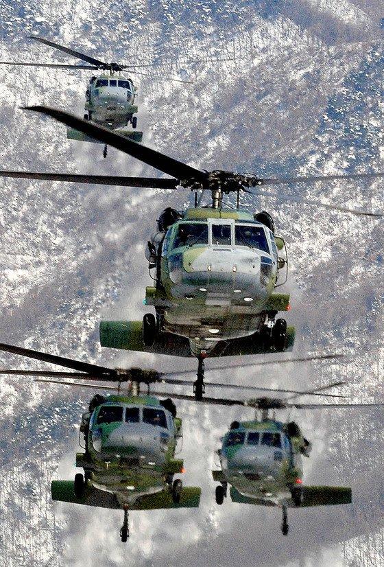 육군 항공작전사령부 소속 UH-60( 블랙호크 ) 기동헬기.
