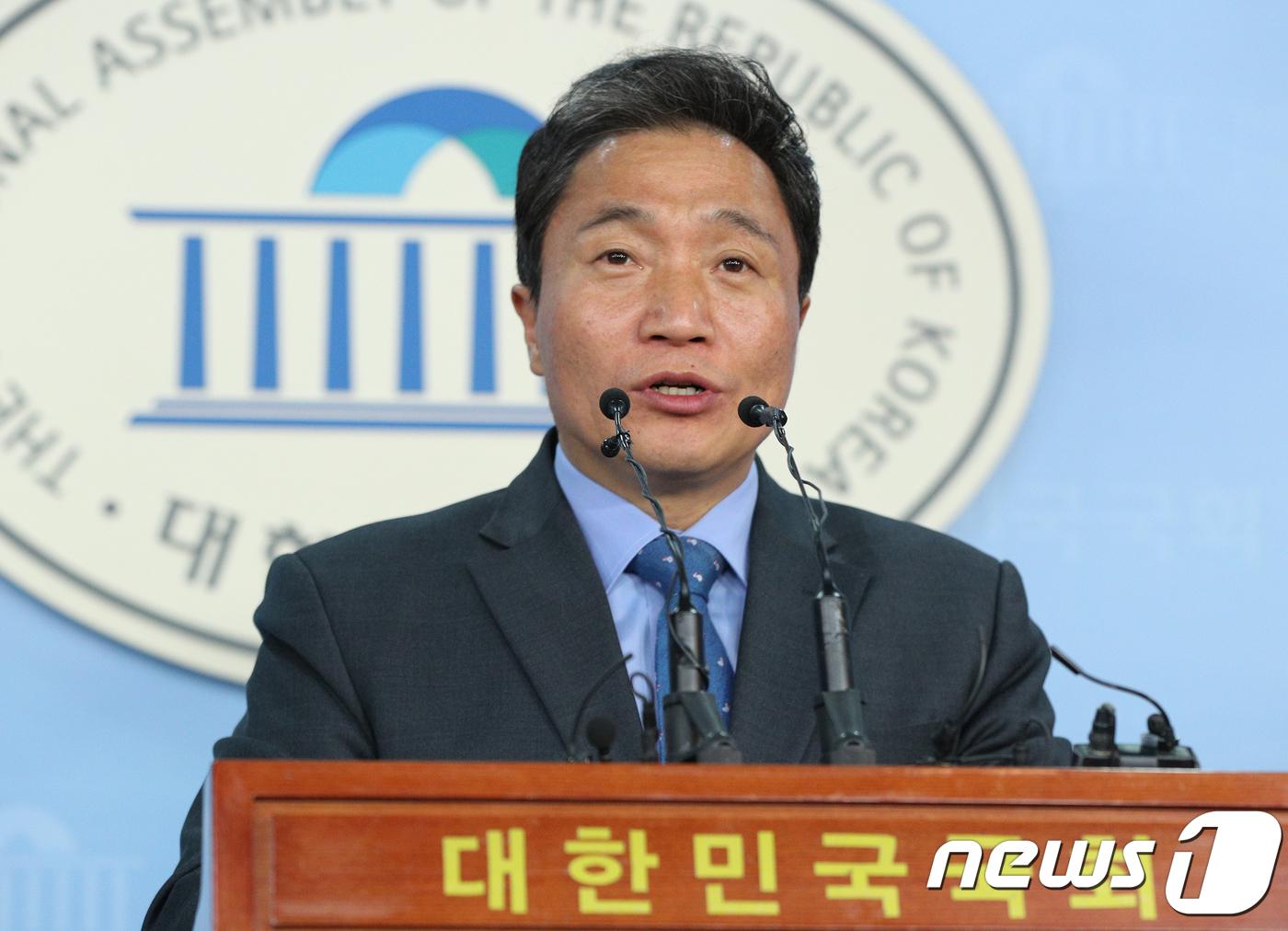 """한국당 '이학재 복당' 환영기류 속 잔류파 의원들은 """"우려""""[Cab? 토토 애월 토토]"""