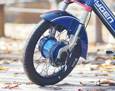 자동변속기를 장착한 오토바이.