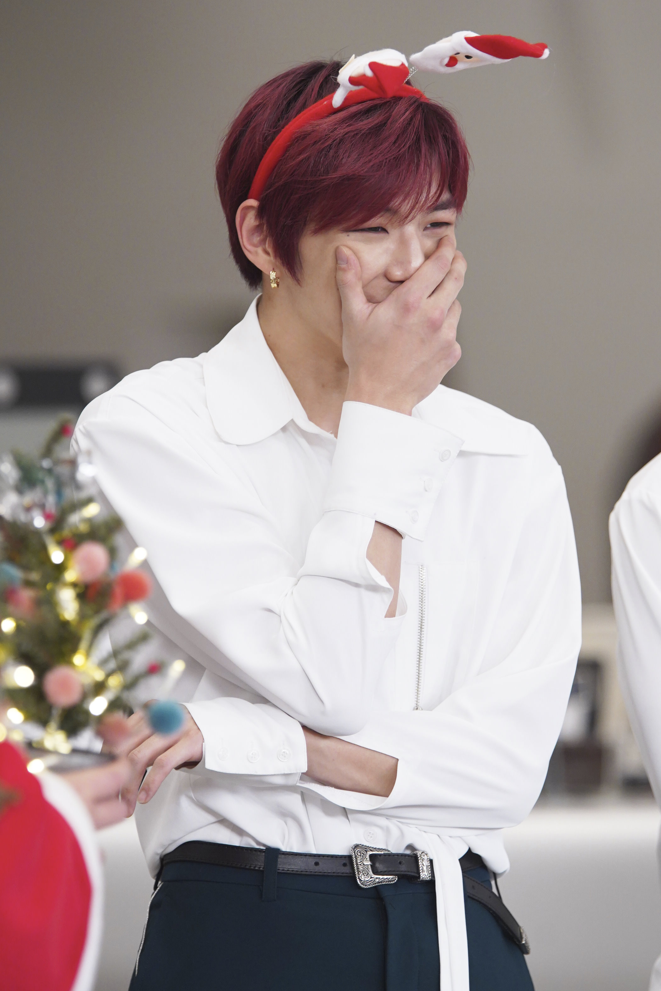 "<p>Wanna One Kang Daniel this JYP with raised 'Idol room' signature pose of plagiarism include the clarification.</p><p>25 to be broadcast JTBC 'Idol room'is a Christmas fit for 2018 starring in 35 of the teams idol during the Big Bang, win, Wanna, One, (girls)children directly to find a gift to convey 'thank you Awards'furnished with. Especially Wanna One is the 'Idol room' 1 the guest of this program, the signature of the posing Productions, top hits, etc of the world and the winners determined.</p><p>MC Jeong Hyeong-don and Defcon Kang Daniel this gift for 'Home'hand-painted for quality of the program signature pose until the present continued use. However, over the past 9 month, JYP J. Y. Park is posing with his hit song 'his home'the point of the choreography is the same, and the 'plagiarism include'raise a big laugh.</p><p>This again starred for Wanna One Kang Daniel, MC Jeong Hyeong-don, this official asked not to be named. Kang Daniel ""pose is really different,""said directly and compare the difference, such as a clear rebuttal to your plagiarism controversy to the finish, but that was after.....</p><p>Kang Daniel it says the program signature pose of truth is 25 Tuesday evening 6: 30 PM, to be broadcast in JTBC 'Idol room'can be found at.</p><p> - The copyright owner ⓒ -</p>"