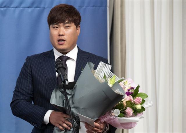지난 7일 일구대상을 수상한 류현진. 연합뉴스