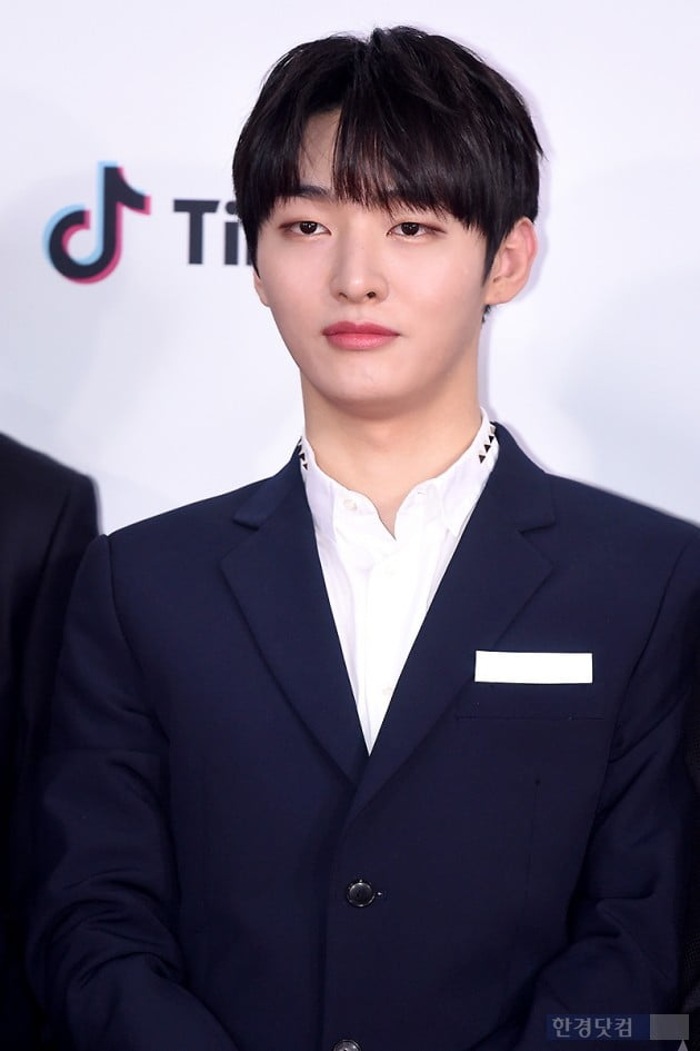 <p>Group Wanna One Yoon Ji-sung, now 25, afternoon Seoul and wash and wash the sky dome opened in 2018 the SBS Gayo Daejeon on the red carpet to attend the ceremony for the photo.</p>