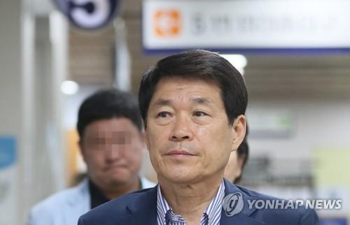 정치자금법 위반 혐의로 징역형의 집행유예를 확정 받은 이군현 자유한국당 의원  [연합뉴스 자료사진]
