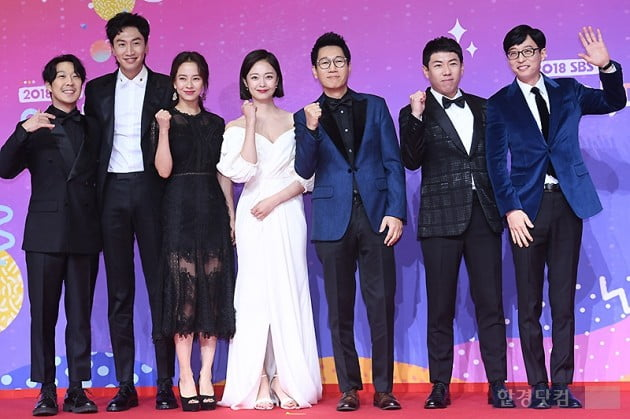 <p>Way Haha, Lee Kwang-Soo, Song JI Hyo, Min, JI Suk Jin, Yang and more comfortable, Yoo Jae-Suk 28 afternoon Seoul Sangam-Dong SBS Prism Tower held in 2018 SBS 2017 SBS Entertainment Awards red carpet to attend the ceremony for the photo.</p>