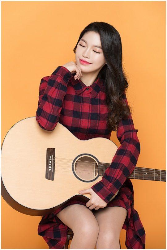 데뷔 싱글 '유성'으로 깊고 반짝이는 이야기를 들려줄 루리. 사진제공=SFRM