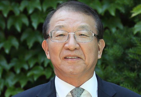 양승태 전 대법원장이 1일 오후 경기도 성남시 자택 인근에서 '재판거래 의혹' 관련 입장을 발표하고 있다. 2018.06.01.