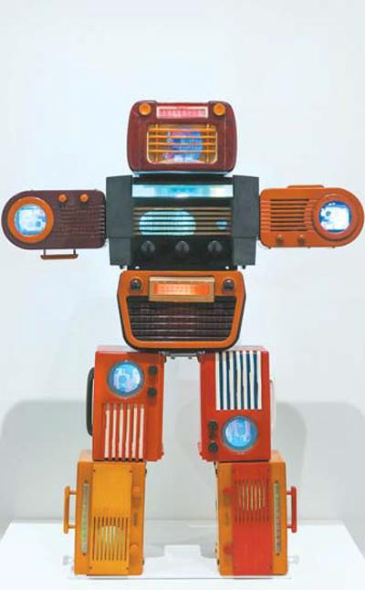 백남준 `Bakelite Robot`.  [사진 제공 = 테이트모던]