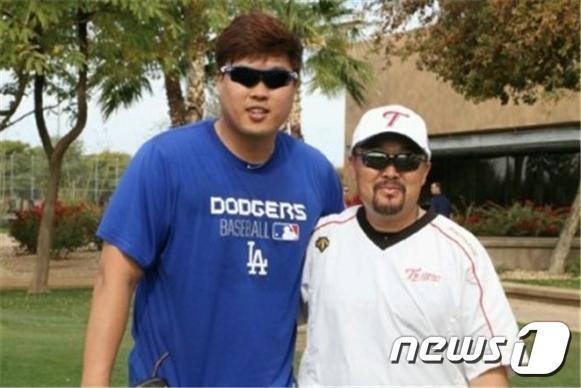 류현진과 김용일 트레이닝 코치. (에이스펙코퍼레이션 제공).© News1