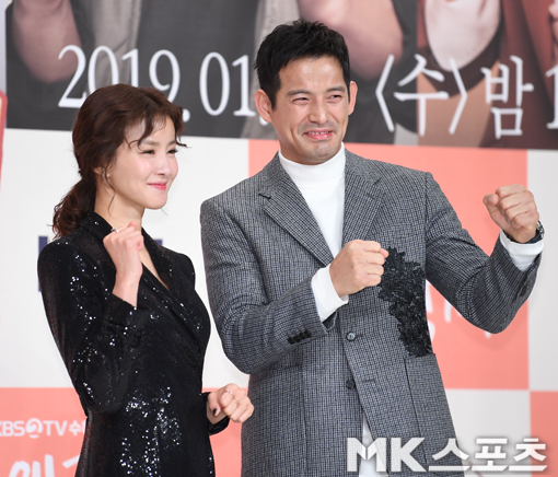 <p> 9, Yeongdeungpo Times Square in KBS2 MBC Wednesday-Thursday evening drama 'why so Feng Shang seed' production presentation was held.</p><p>This day making presentations in Class, Lee Si-young, Oh-Ho, Jeon Hye-Bin, Lee Chang-lobe attended.</p><p>Lee Si-young and not added to the game.</p>
