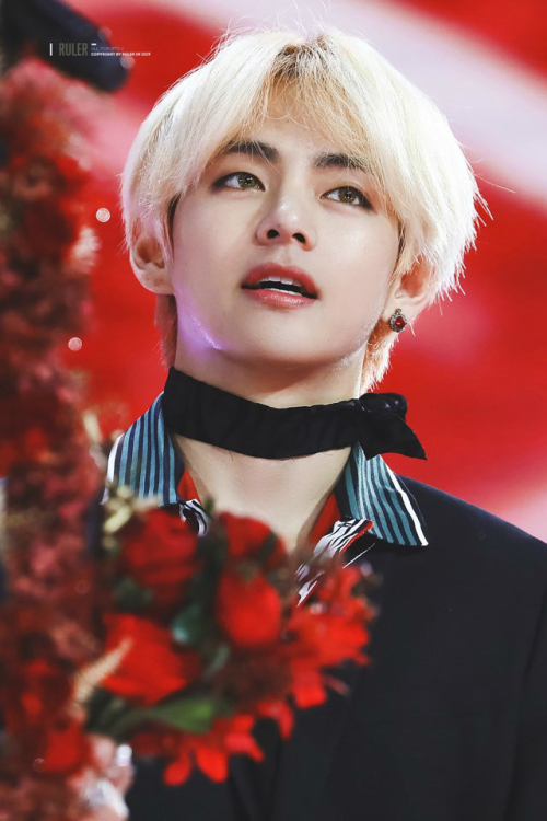 <p>BTS this new wall to both from American Billboards World Digital Song Sales chart and 15 songs to have occupied the midst of the BTS member V of the solo songs were top 10 during the only heard is.</p><p>'Stigma(Stigma)'and 'single regulation, so we(Singularity)' two songs # 9 and # 10 abreast. This is in the chart 2 for 'fake love(Fake Love), 6 for 'Idol(IDOL), 7 for 'MIC Drop(Mic Drop)This is a great performance.</p><p>Even more surprising is that the 'stigma'released time for 2 years, and the song would chart again in the right facts. 'Stigma'is in 2016 December 10 released BTS regular 2 House Wings(WINGS) song Man V himself lyricist and composer also participated in the solo song with the producing ability is of course heavy vocals with various bands to a rich sensibility as for his musical talent and show tunes.</p><p>These two songs end of last year, BTS V birthday as a point of iTunes in Argentina, Peru, Romania, including country No. 1 in the chart was a country 'stigma'is the worlds 39, single regulated, so that 25 on the country chart was the world iTunes chart. More 2018, iTunes K-Pop Chart # 1.</p><p>Especially single regulation so that the maximum streaming service 'Sports(Spotify)'from last years solo song best streaming for set a record.</p><p>2018 5 November 7 days revealed 'love the self before TIA(LOVE YOURSELF 轉 Tear) album was recorded in the BTS Vs solo song 'sink regulation under the city'is 'Sports'in 2018 K-pop song most streaming a lot of old songs, one of the 13 ranked. This is the BTS of the song in # 7 and solo song in 'sink regulation under the city'highest ranking in the last 7 days 4874 made in the record.</p><p>BTS Vs solo song 'sink regulation under the city'last year, one of the world popular with the British airwaves of the radio in the Korean K-pop songs BTS songs with a solo song in the introduction I gave.</p><p>The 'sink regulation under the city'last year, 12 November in the United States the New York Times and the UK Guardian turn in 2018, 'Best Song'as selected, and the LA Times pulled away from the '2018 Song of the year' top 10 4 of the second pull and 'just listen to that song'is mentioned along with BTS songs the most attracted to songs that praise.</p><p>These various world medias popular with BTS Vs solo song 'Billboards World Digital Song Sales chart with'Sports'including 'iTunes' chart in the other and music and at the same time, who are in the midst BTS Vs solo song and he was directly written and composed mix tape and the overseas musicians, and of collaboration, such as individual activities in large attention.</p>