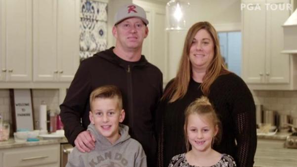 """두 아이의 아빠인 크리스 톰프슨은 """"아내가 항상 자신을 응원해 줬다""""고 했다./PGA투어 동영상"""
