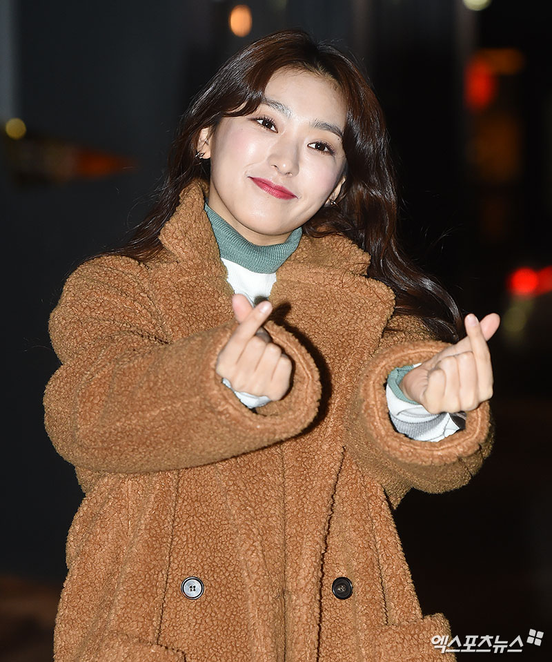 <p> 10 afternoon, the Seoul of the food in the open OCN MBC Wednesday-Thursday evening drama Gods quiz:reboot Party with staff, attended actor Yoon Bora is posing.</p>