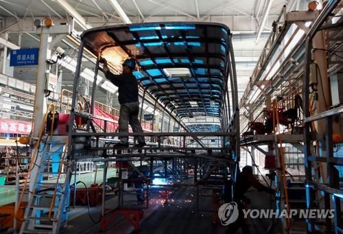 중국 산둥성의 한 전기 자동차 생산 공장 [AFP=연합뉴스]