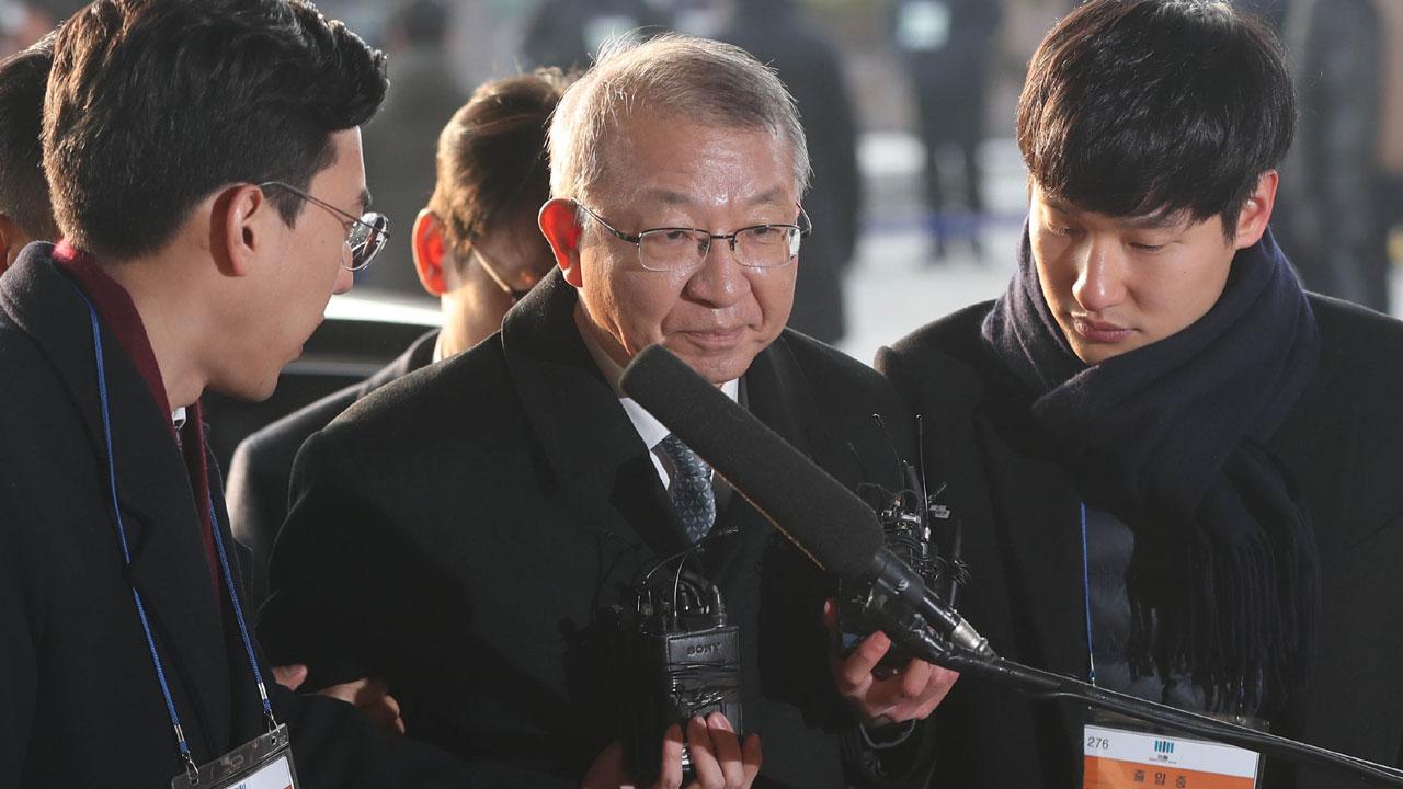 '사법농단 정점' 양승태, 12시간 넘게 검찰 조사