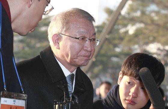 [단독] 양승태 영장 기각 판사 사표..압색 막히자 여론 뭇매
