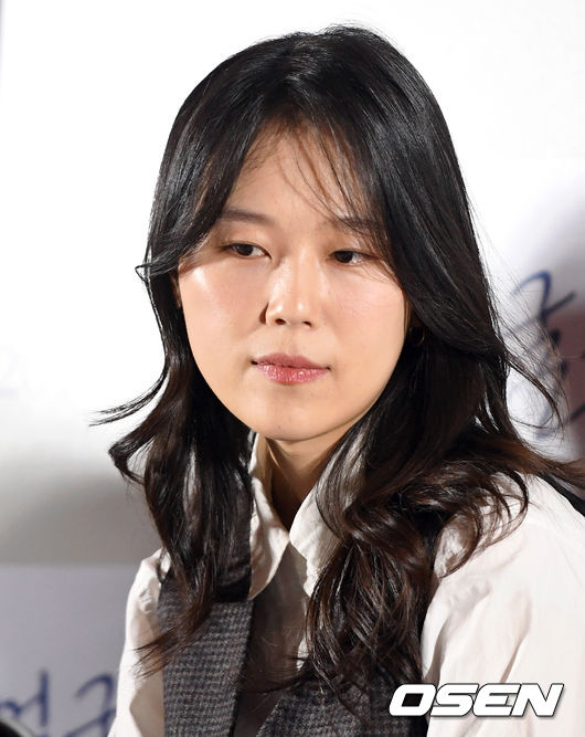 <p> 11 Afternoon Seoul Megabox Dong Dae Moon in the film 'Faces' press premiere was held. Actor Kim Dawn is covering with the question of listening to</p>