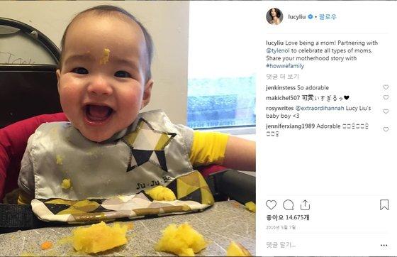 """헐리우드 배우 루시 리우가 자신의 인스타그램에 대리모를 통해 얻은 아들의 사진과 함께 """"모든 종류의 엄마(all types of moms)를 축복한다""""는 내용의 글을 올렸다. [사진 인스타그램]"""