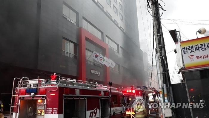 천안 라마다앙코르호텔 화재..1명 사망·19명 부상(종합)