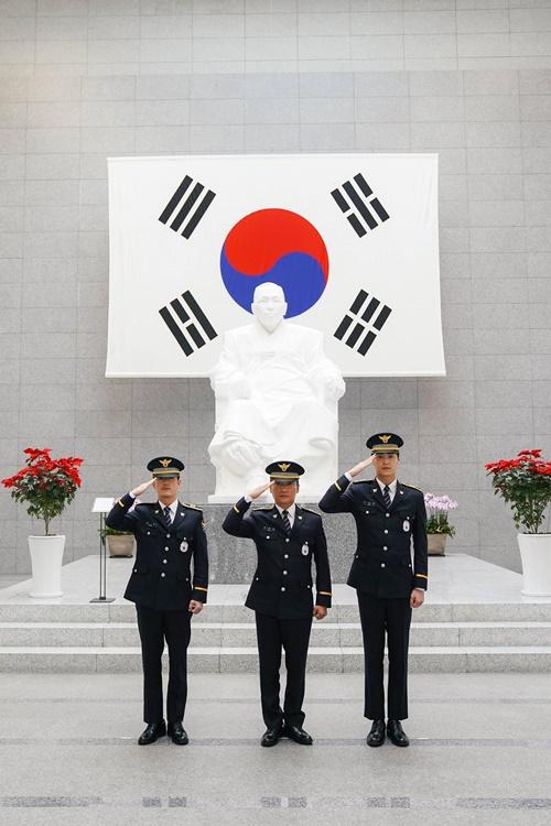 첫방 '도시경찰' 장혁·조재윤·이태환의 경찰 도전기 시작 '굳은 ...