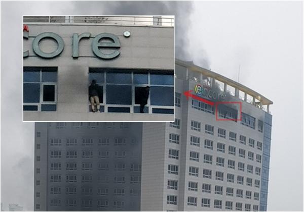 천안 라마다호텔 화재..창틀에 매달려 '구조요청'