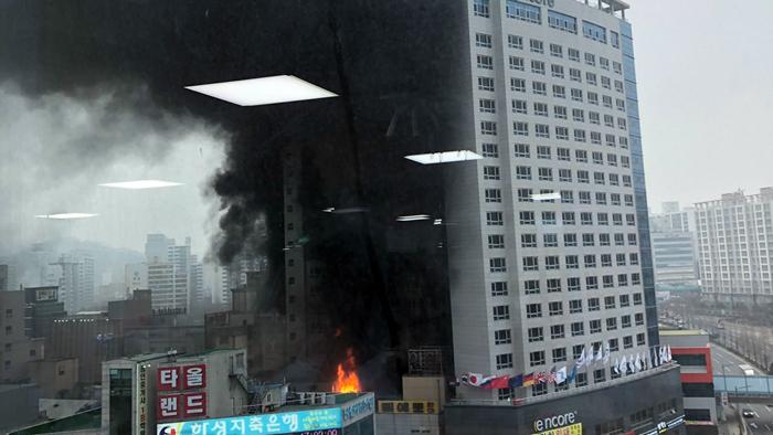 천안 한 호텔서 불..소방당국 진화 중