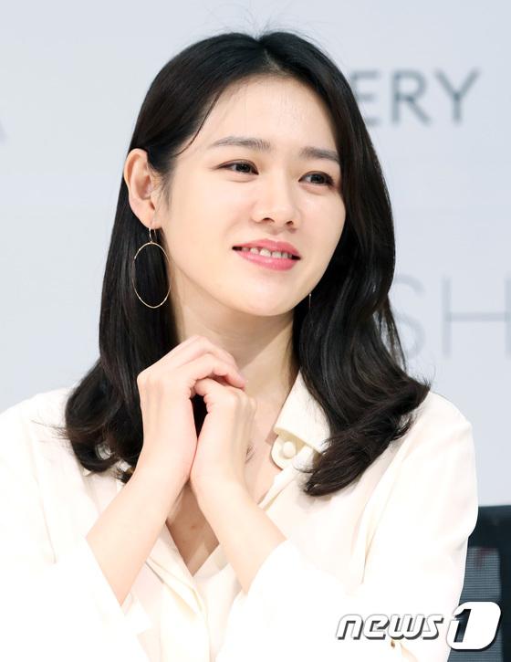 """손예진 측 """"MBC 새 수목 '봄밤' 출연 검토 중"""""""
