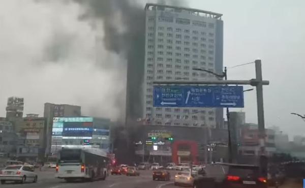 [속보] 천안 라마다호텔 화재, 대응 2단계 발령..'옥상에 사람있다 ...