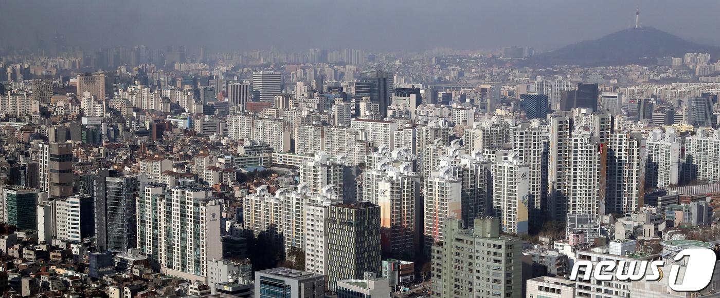 서울 강남구 아파트 밀집지역에 미세먼지가 내려 앉아 있다. 2019.1.17/뉴스1 © News1 이종덕 기자